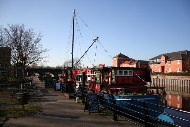 Castle Barge bar & restaurant