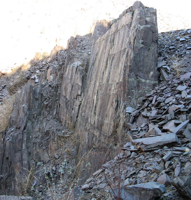 Rock face in the eastern part of the upper pit of Lower Glynrhonwy Quarry