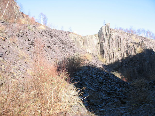 The north-east wall of the upper pit of Lower Glynrhonwy Quarry