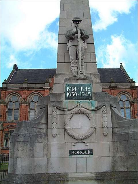 War Memorial at Albert Square, Fenton