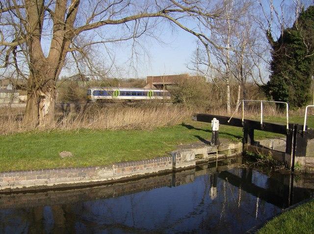 Railway near Midgham Lock