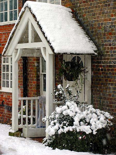 Snow Falling on residence: Woolhampton