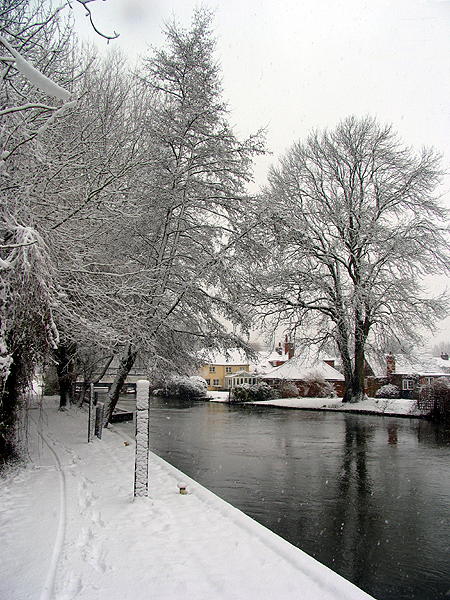 Woolhampton Village and Canal
