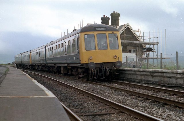 The train arrives at Dent Station