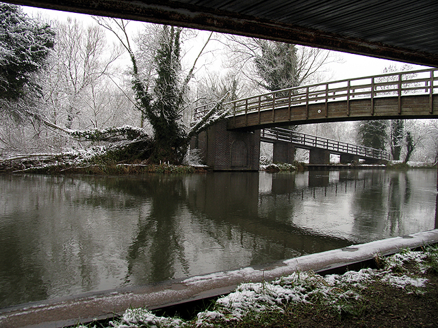Under the Bridge: Kennet and Avon Canal