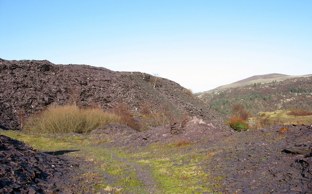 The causeway between the two pits of Upper Glynrhonwy Quarry
