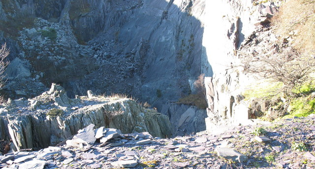 A quick peek over the north-eastern edge of the upper pit of Glynrhonwy Upper Quarry