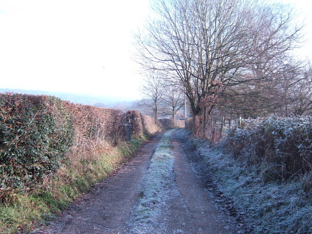 Track and footpath to Little Pigstrood