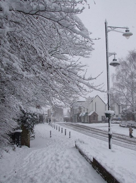 Tring High Street  with snow