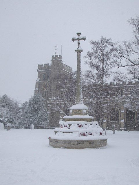 War Memorial, Tring in the snow