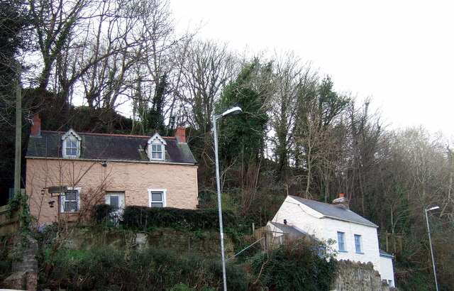 Cottages above the Cleddau