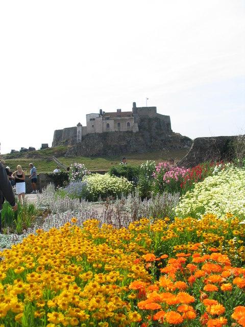 Lindisfarne Castle & its Jekyll Garden