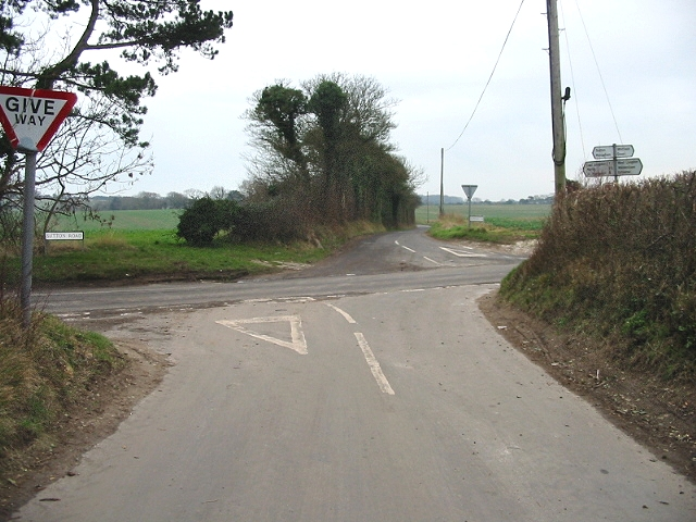 Crossroads to Waldershare Lane across Sutton Road