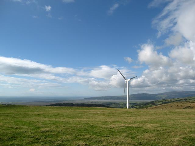 Stationary turbine above Bwlch-y-ddwyallt