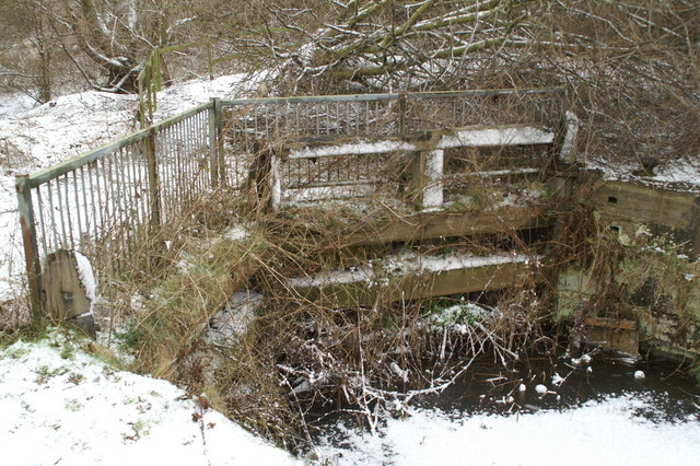 Surviving gates on Bradley Lock