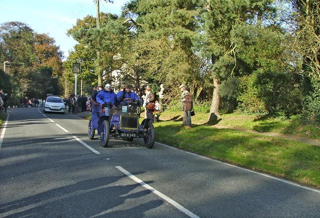 1904 Autocar passing through Staplefield during the London to Brighton 2006 Veteran Car Run