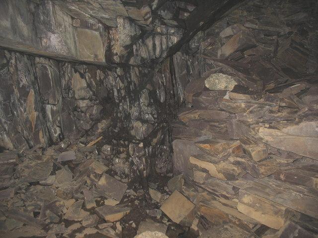 A semi-blocked branch tunnel somewhere in the Glynrhonwy complex