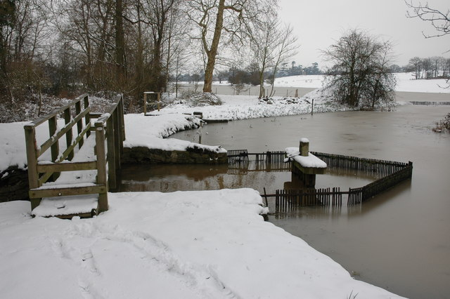 Weir at the southern end of Croome River