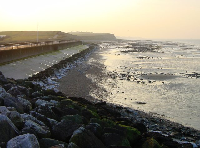 Coastline west of Reculver Towers © Penny Mayes :: Geograph Britain and Ireland