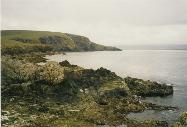 Rocky foreshore at Swinna Ness, Keen of Hamar in background