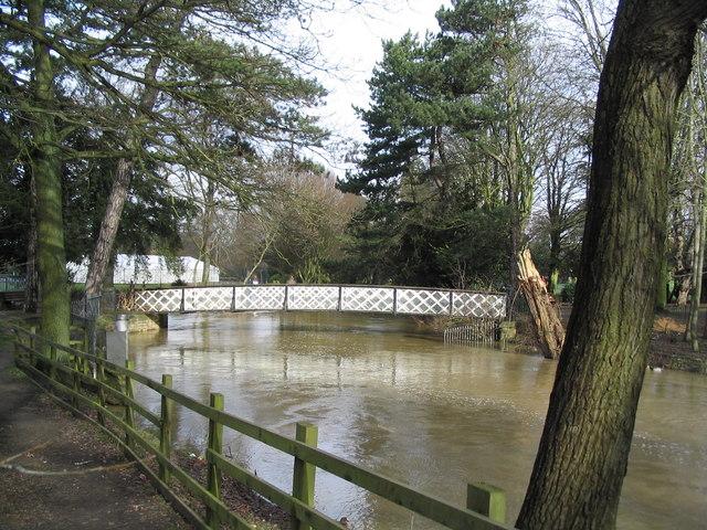 Swimming pool footbridge over the Wreake