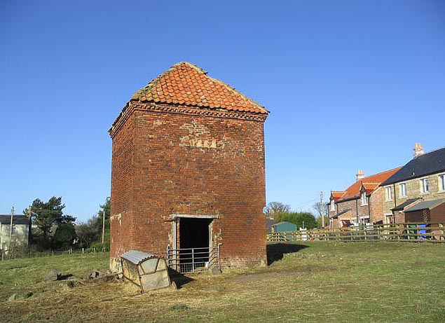 Dovecote nr Old Vicarage