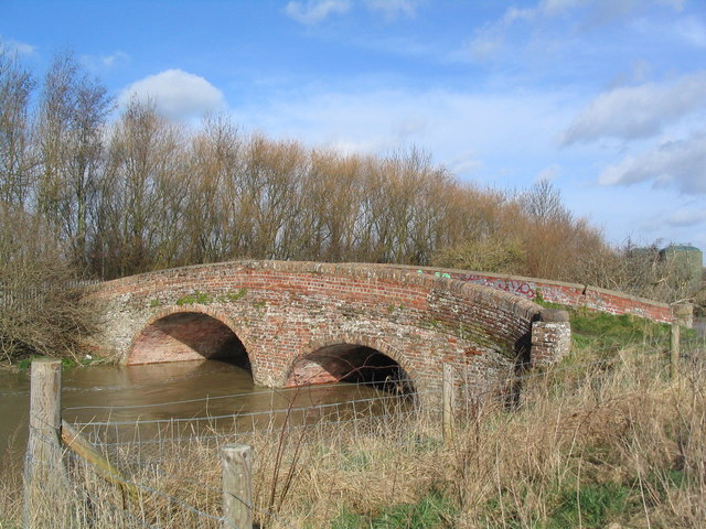 Brick bridge over the Wreake