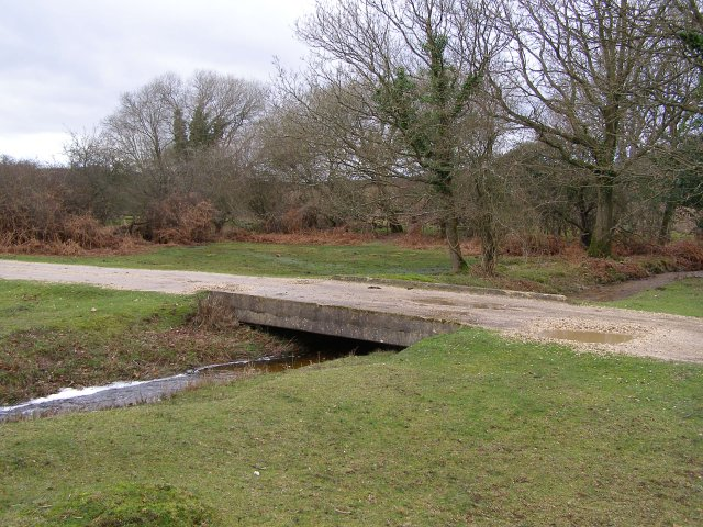 Bridge over stream west of Holly Hatch Cottage, New Forest
