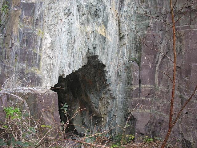 Old 'lefal' cut through an igneous dyke