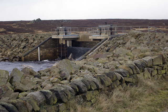 Sluice / outlet  at eastern corner of White Holme Reservoir