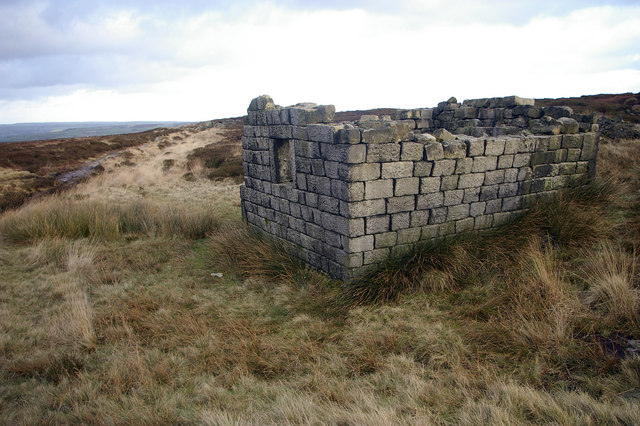 Shooting hut near Cloven Stone, Turley Holes and Higher House Moor