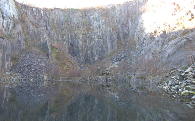 The west wall of the upper pit of Lower Glynrhonwy Quarry