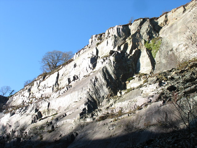 The sunlit upper part of the north wall of Lower Glynrhonwy's upper pit