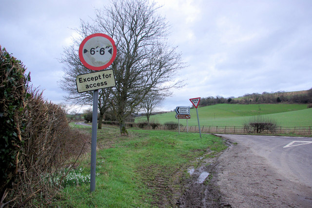 Droke Lane junction with A285