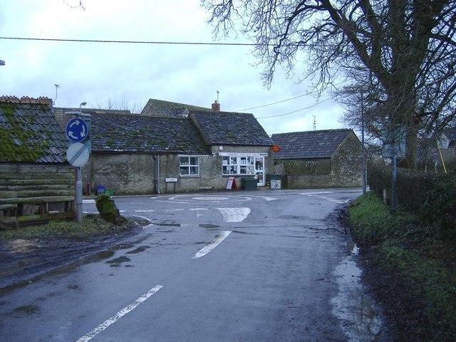 Mini-roundabout, Oaksey
