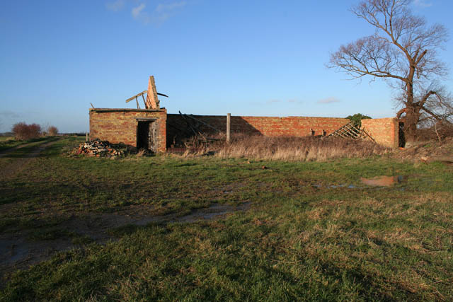 Derelict barn between Aunsby and Aswarby