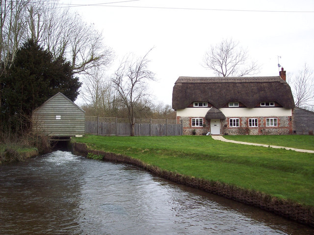 Cottage beside the River Bourne at Winterbourne Dauntsey