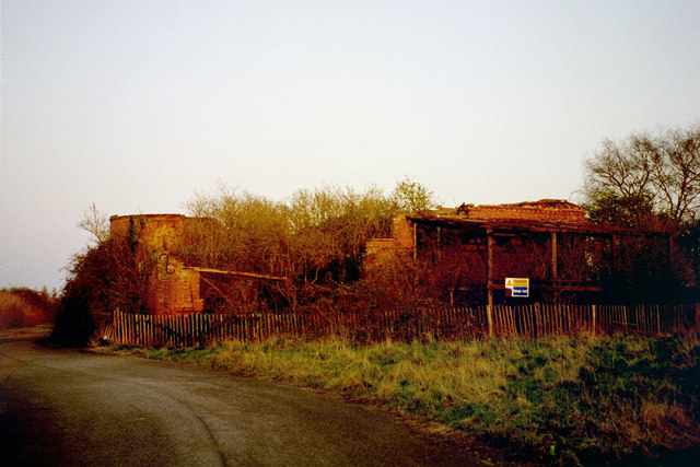 Derelict Oast House, Arnolds Lodge Farm, Hale Street, East Peckham