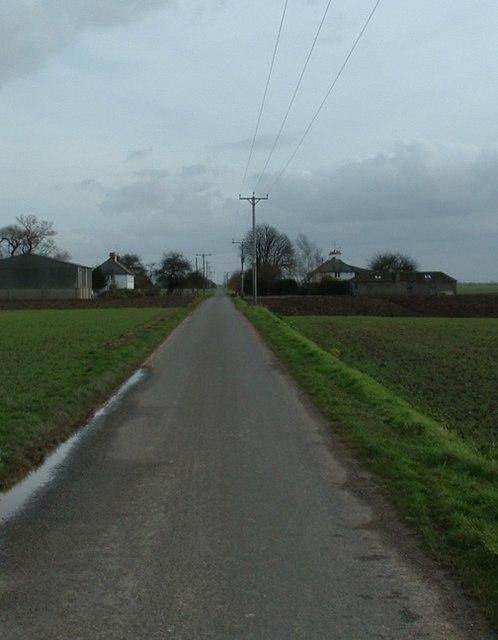 Marshland road and farm, Wingland