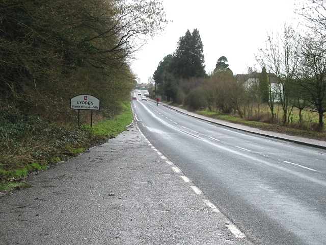 Entering Lydden from the SE