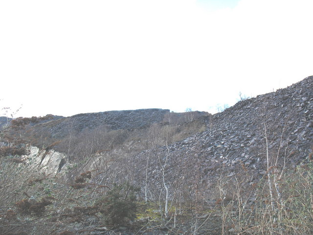 Rubbish runs east of the upper pit of Glynrhonwy Lower Quarry