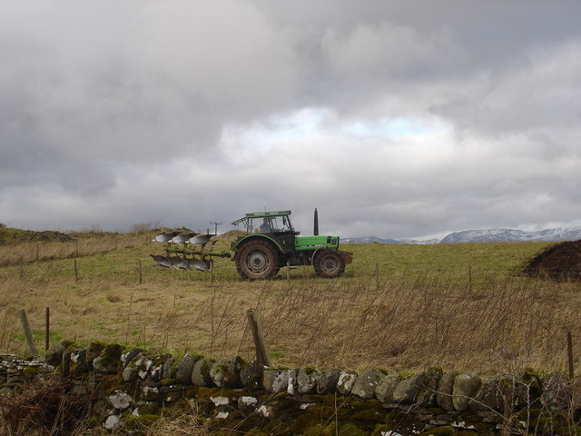 Ploughing near Mains of Tullibardine
