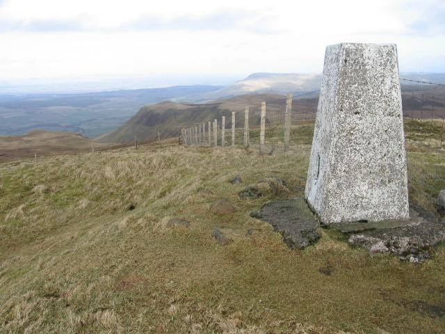 Earl's Seat trig point S1622 towards Allanrowie