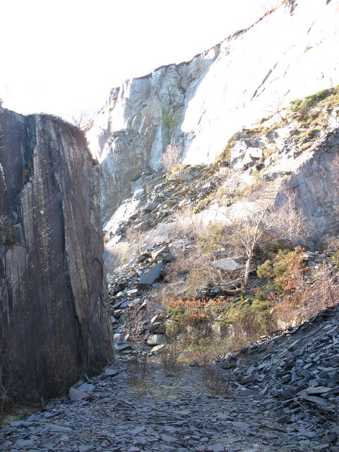 Approaching the 'Sinc Gap' at the upper pit of Glynrhonwy Lower