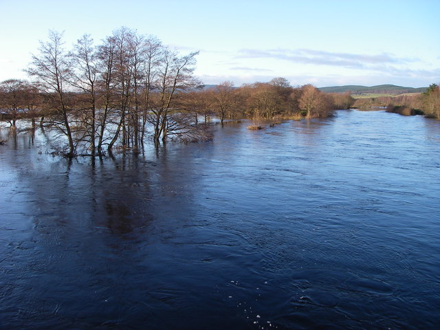 Spey in flood from Broomhill Bridge