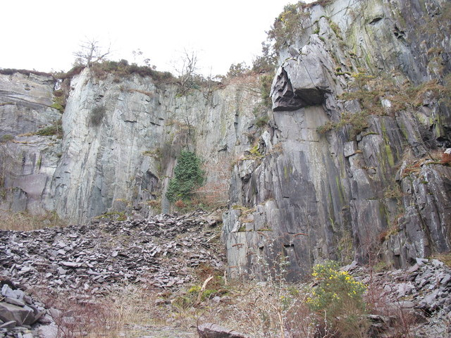 South-east rock face of the upper pit of Glynrhonwy Lower Quarry