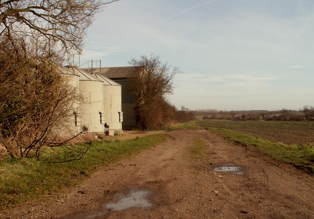Footpath next to Moat Farm