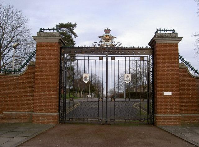 St. Andrew's Gate. Uxbridge