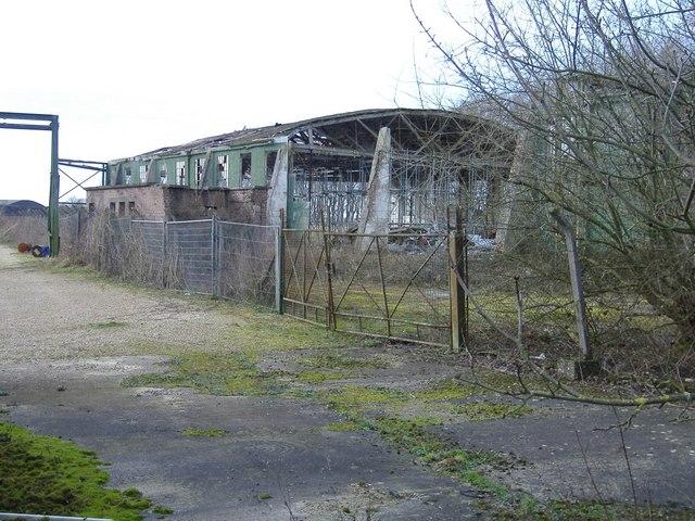 Derelict hangar, Yatesbury