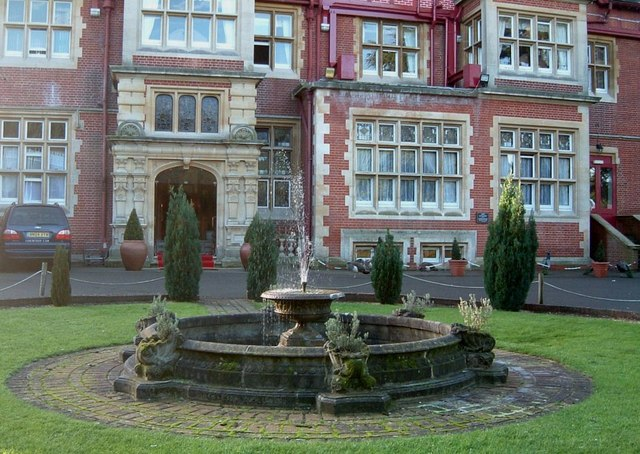 Fountain, Pendley Manor